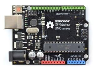 Płytka DFRduino, która jest kompatybilna z Arduino UNO.