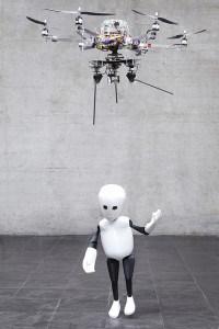 Robot i jego lalka.