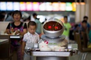 Nowi kelnerzy – roboty pracują w restauracji