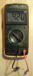 Pomiar napięcia przewodzenia diody multimetrem.