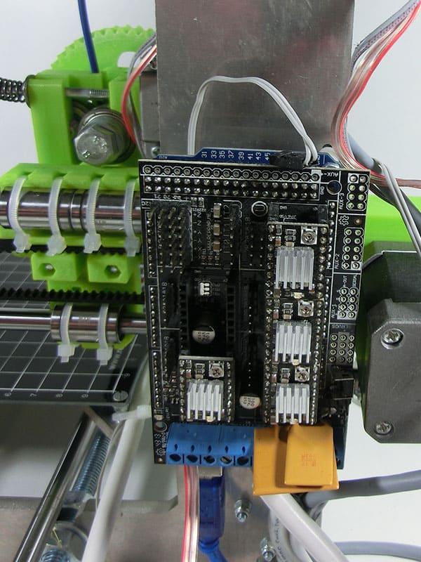 Zamocowane Arduino - jeszcze bez podłączonych kabli