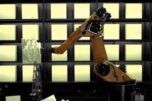 RoboChop wycina przedmioty na żywo