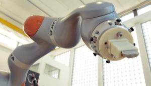 robot_reka_kamien