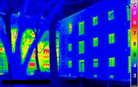 Obraz z kamery termowizyjnej.
