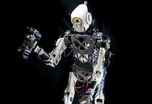 Robot utrzymuje równowagę przy pomocy ludzkiego mózgu