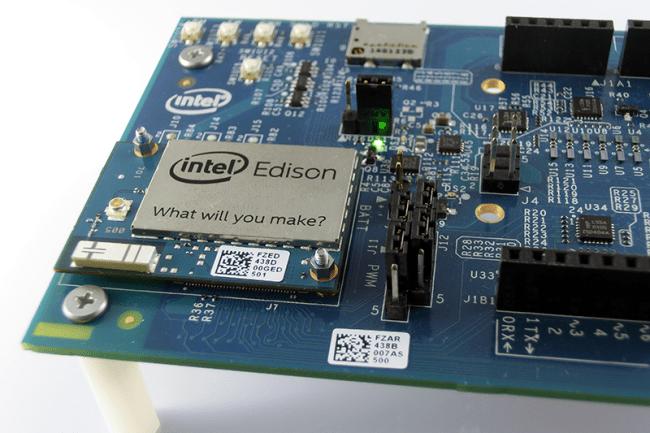 Poprawne podłączenie moduł Intel Edison z płytką bazową.