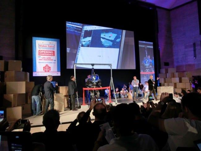 WalkMan The Robot na scenie.
