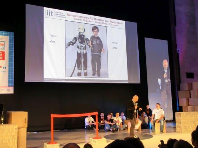 Roberto Cingolani oraz porównanie robota iCub do dziecka.