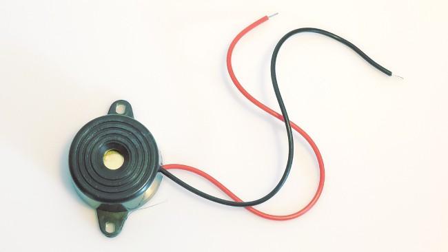 Buzzer użyty w naszym kursie elektroniki.