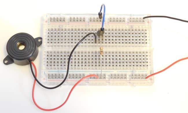 Tranzystor MOSFET - układ z rezystorem 1M.