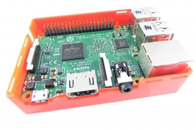 Raspberry Pi model 3 w obudowie..