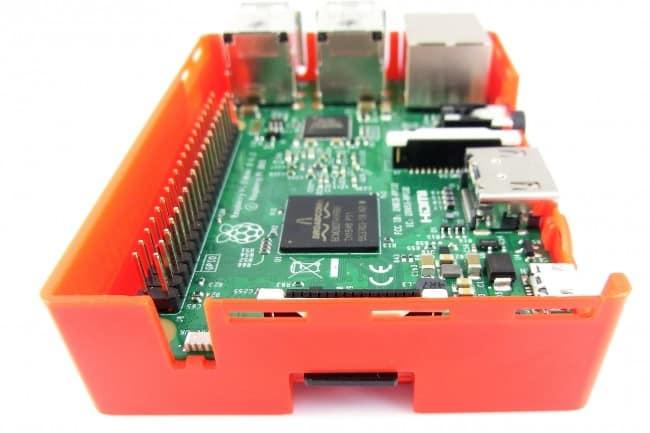 Karta microSD włożona do RPI.