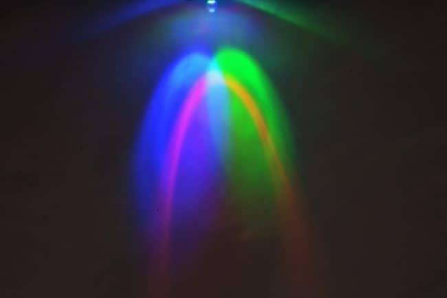Oświetlanie białej powierzchni diodą RGB.