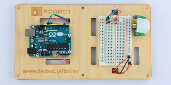 Podłączenie czujnika PIR do Arduino.