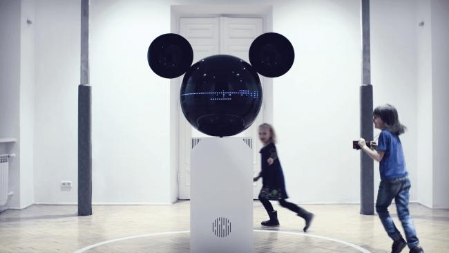 Rzeźba MickeyPhone.