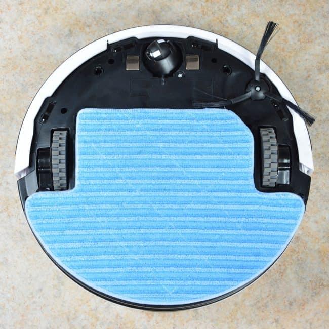 Robot gotowy do mopowania podłogi.