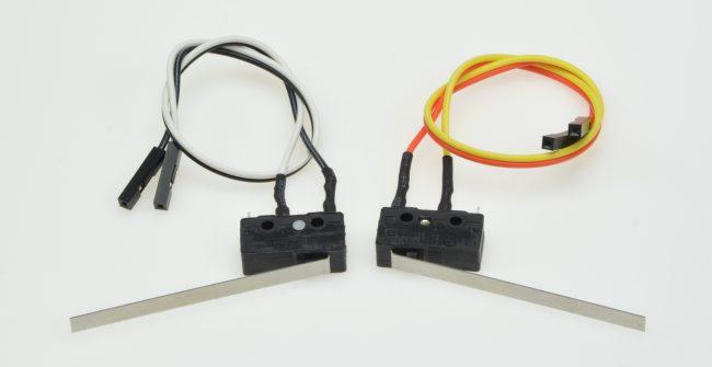 Dwa czujniki krańcowe (krańcówki).