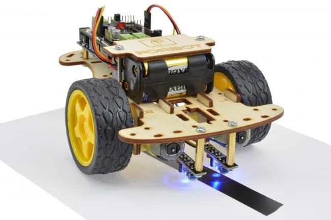 Robot na testowym kawałku trasy np. z kartki A4.