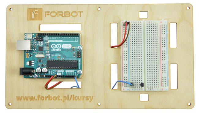 Przykładowe podłączenie czujnika LM35 do Arduino.