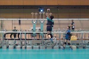 Japoński robot-siatkarz trenuje z najlepszymi