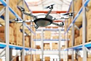 Dron z przekaźnikiem RFID skanuje towary w magazynie!