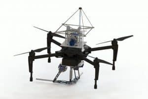 Ten dron wystrzeliwuje nici jak Spider-Man!