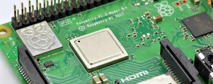 Raspberry Pi 3 model B+, na którym można wykonać ćwiczenia z kursu.