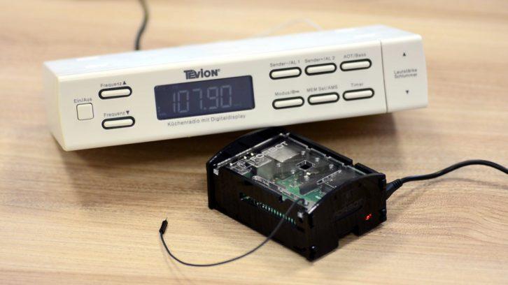 Muzyka z Raspberry Pi odbierana na zwykłym radiu.