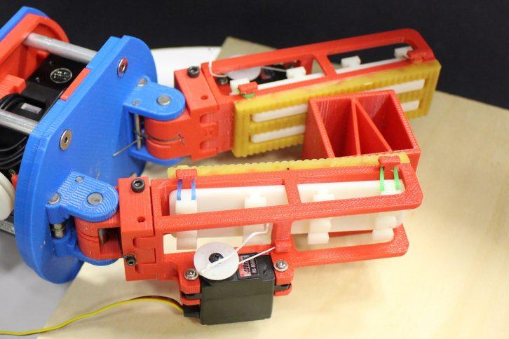 Nowa wersja chwytaka z elektronicznie chowanymi elementami gładkimi.