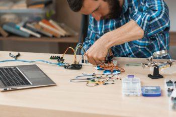Jak podczas studiów poznać elektronikę w praktyce?