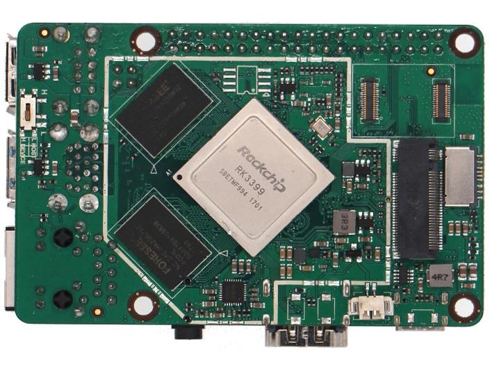 Na spodzie Rock Pi można znaleźć między innymi procesor, pamięci RAM, złącze eMMC, M.2 i MicroSD