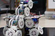 Robot sprytnie zmienia konfigurację, aby pokonać przeszkody