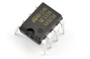 Przykładowy układ scalony: NE555