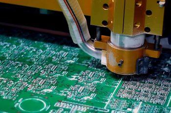 Jak powstaje PCB? Wycieczka po fabryce