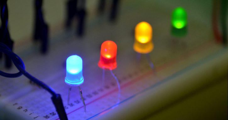 Różne kolory diod świecących w praktyce