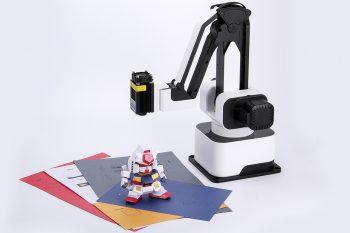 Laser pozwala wycinać dowolne kształty w papierze