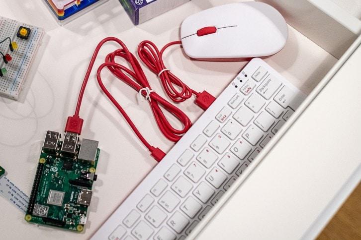 Oficjalna myszka i klawiatura Raspberry Pi