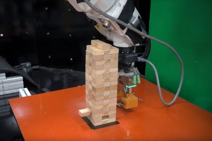 Robot to ABB IRB 120 ze specjalną przystawką