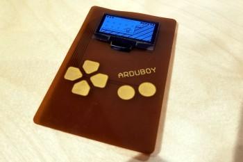 Arduflexboy – miniaturowa, elastyczna konsola do gier DIY