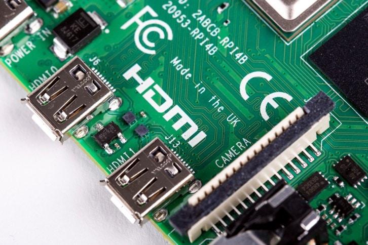 Dwa złącza micro HDMI na nowym Raspberry Pi 4