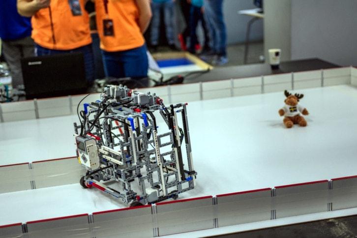 Przykładowy robot ratujący pluszaka