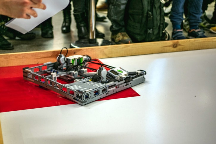 Robot startujący w konkurencji PuckCollect