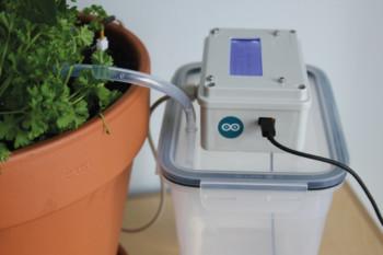 Miniaturowy system nawadniania roślin dzięki Arduino IoT