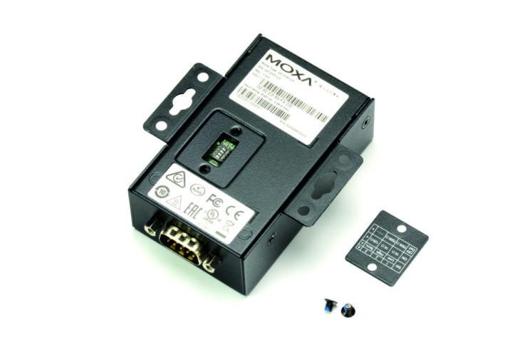 Dostęp do przełącznika konfiguracyjnego ułatwia odkręcana klapka