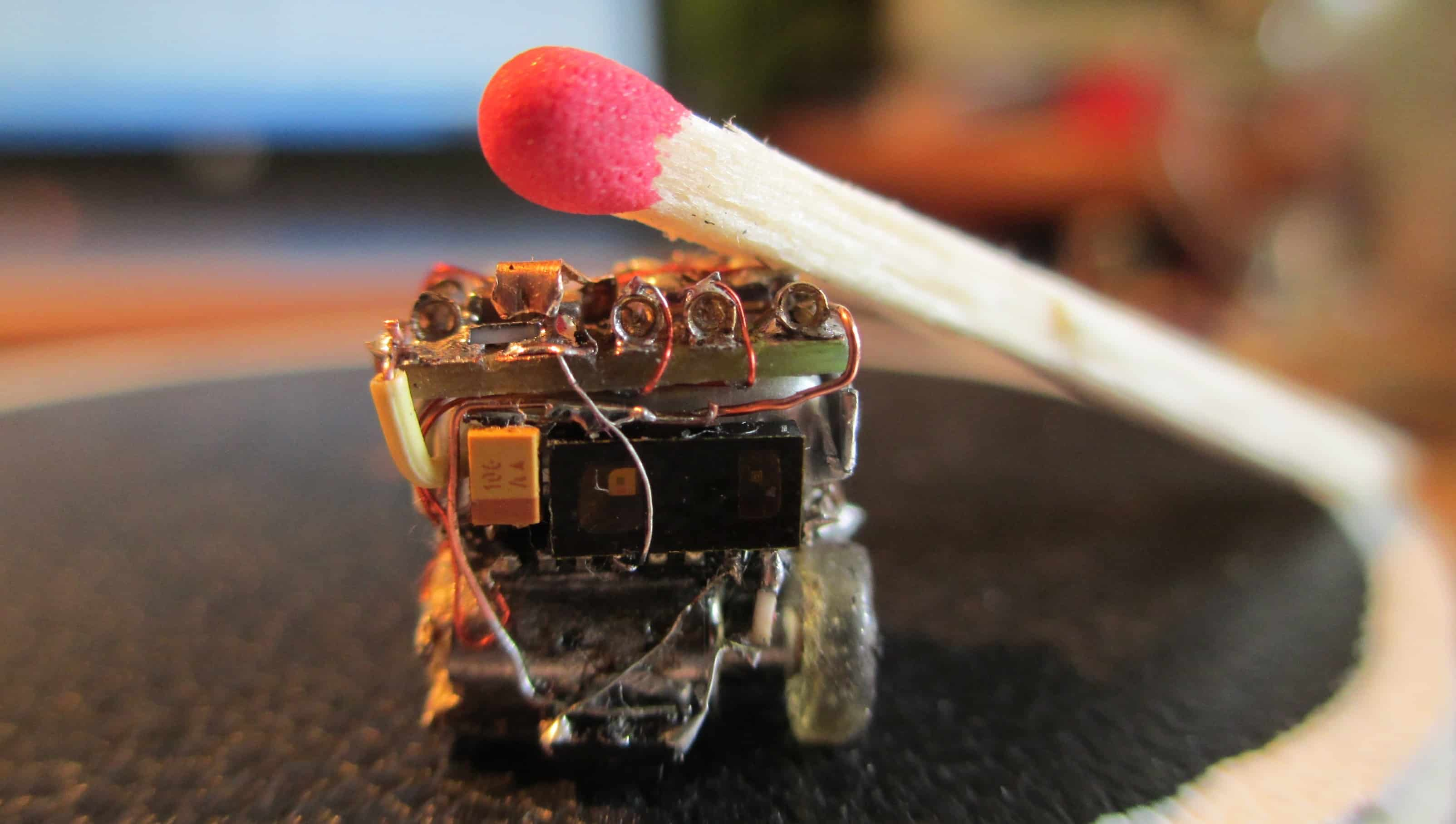 Felek - pierwszy robot klasy Femtosumo