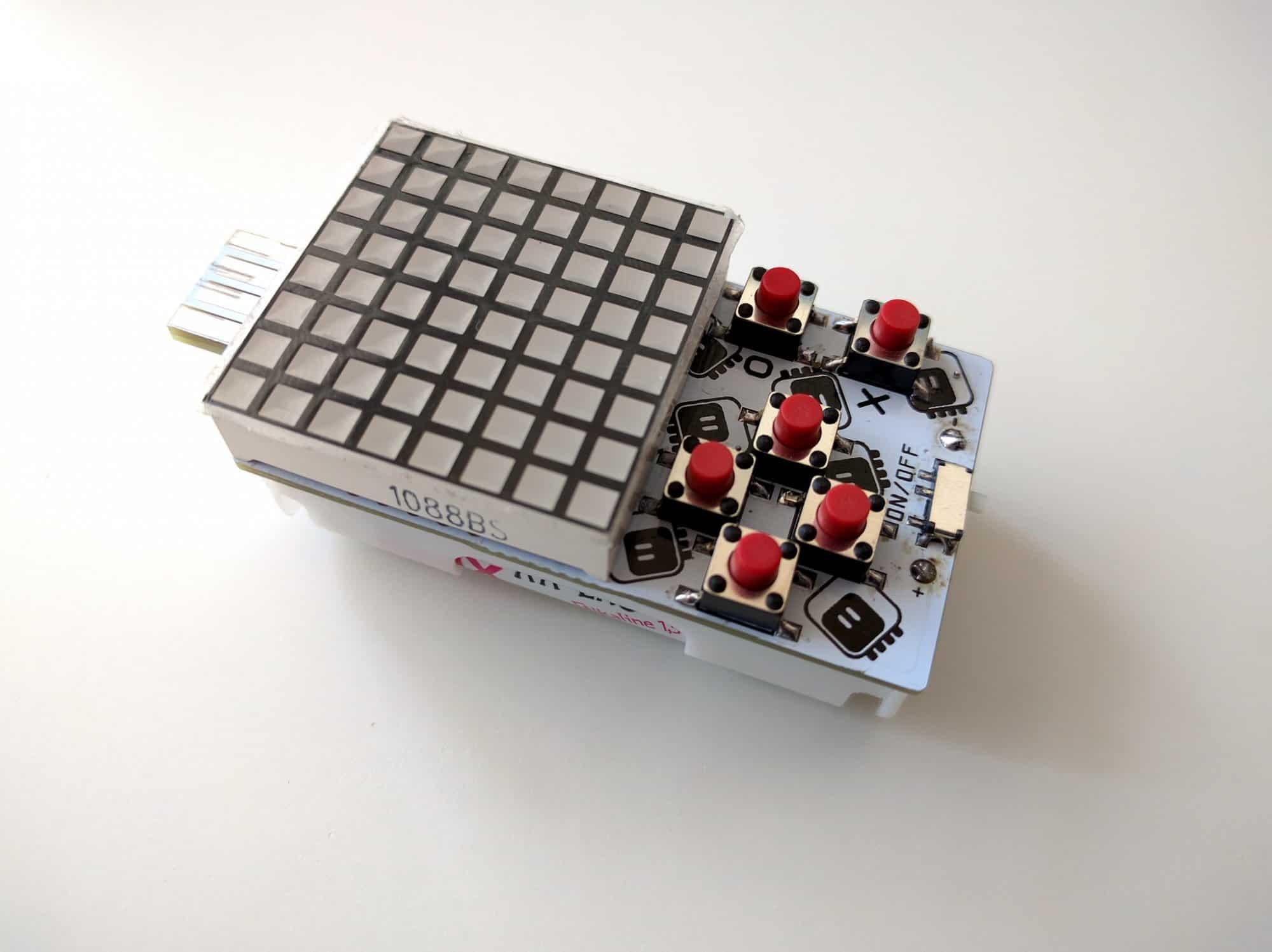 Miniaturowa konsola do nauki programowania gier