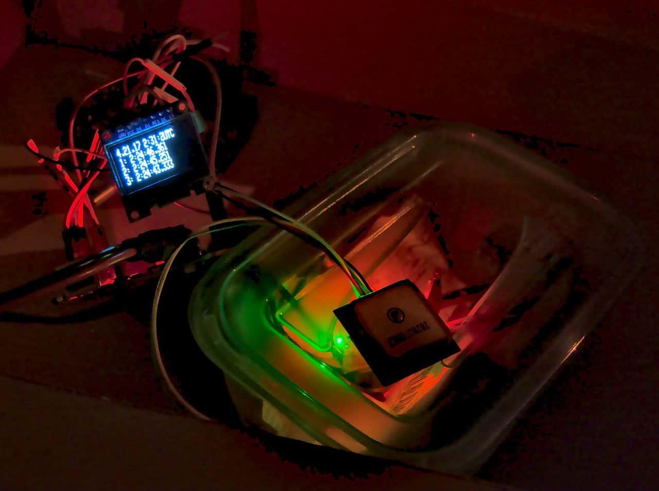 Zegar ze stoperem synchronizowany GPS (lub NTP) do zastosowań astronomicznych