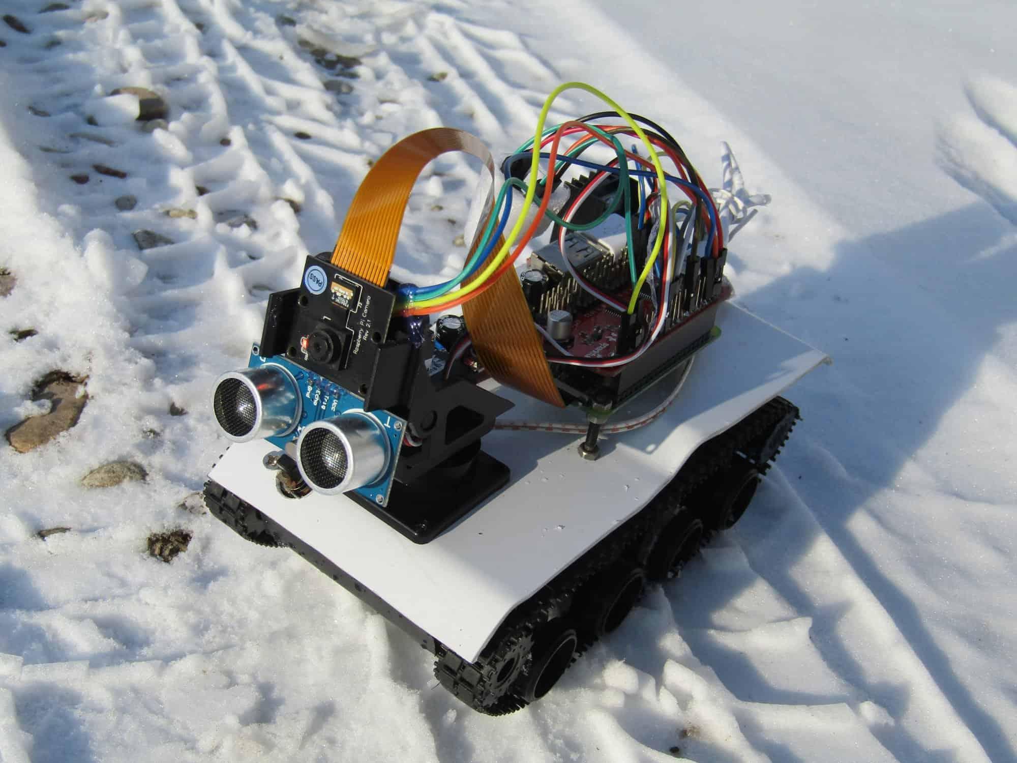 Pojazd gąsienicowy z kamerą sterowany przez przeglądarkę na RPi