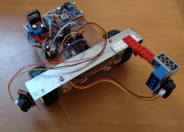 Drewniak - robot mobilny pokonujący labirynt