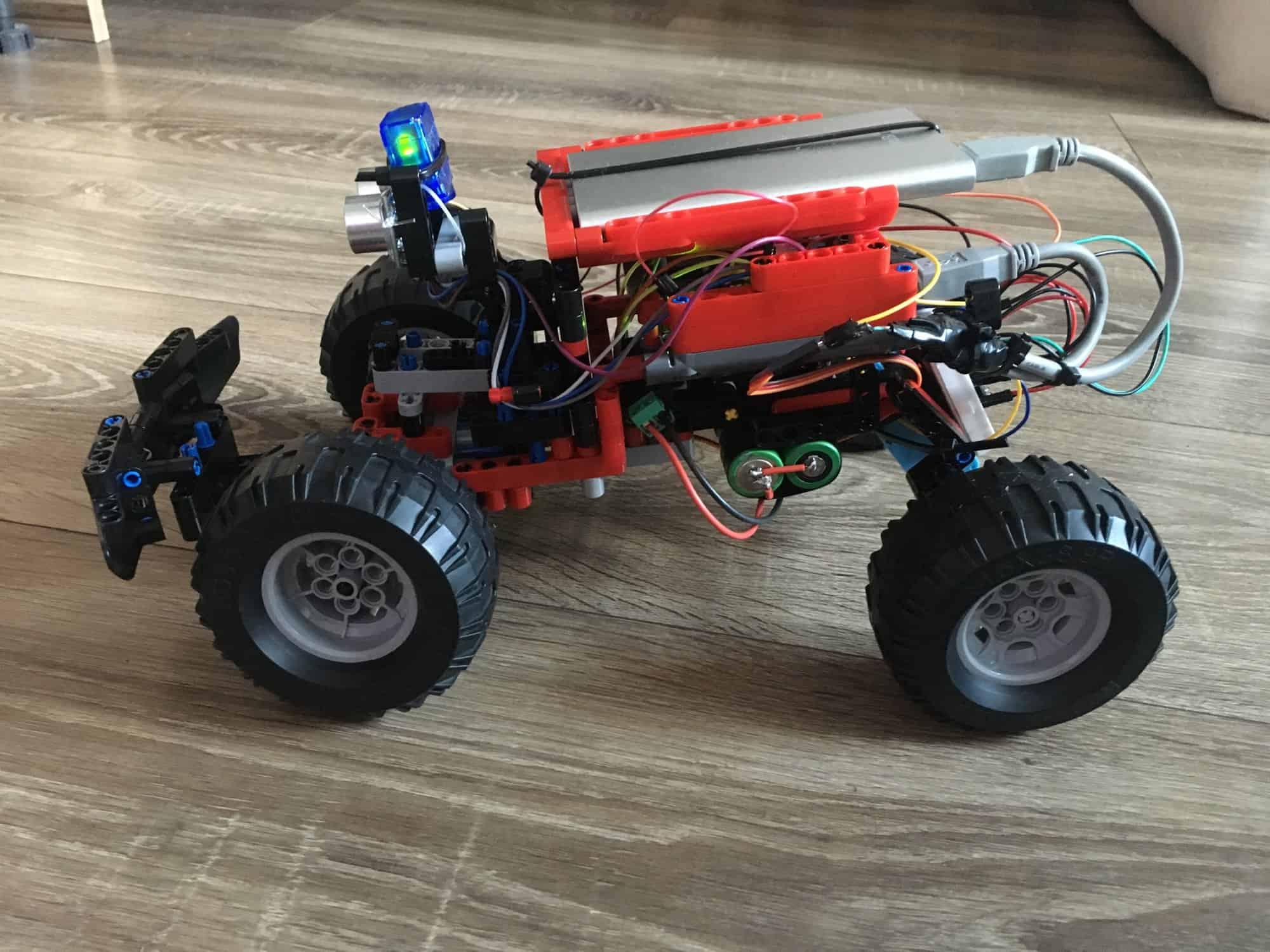 Pierwszy robot na konstrukcji LEGO